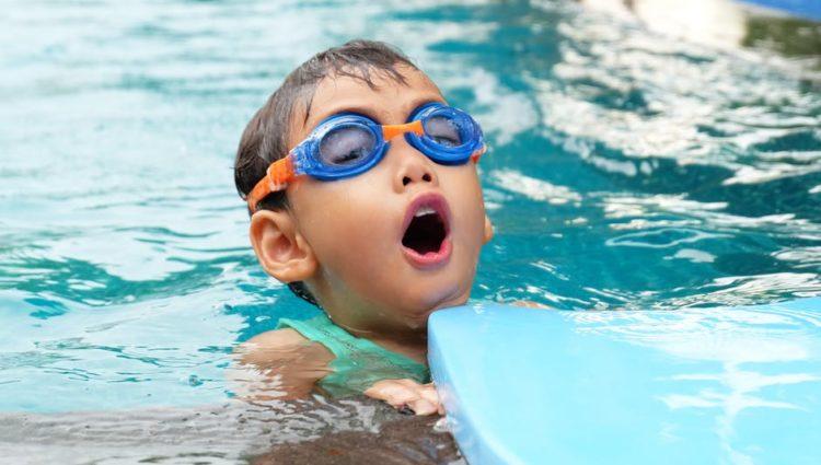 Uczenie dziecka pływać